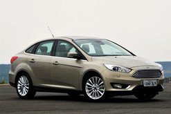 ford-focus-ngoai-that-2